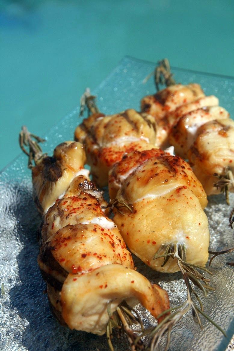 Brochettes de poulet au romarin - Comment utiliser le romarin en cuisine ...