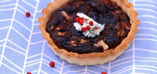 Tartelette à la fourme d'Ambert et aux baies roses