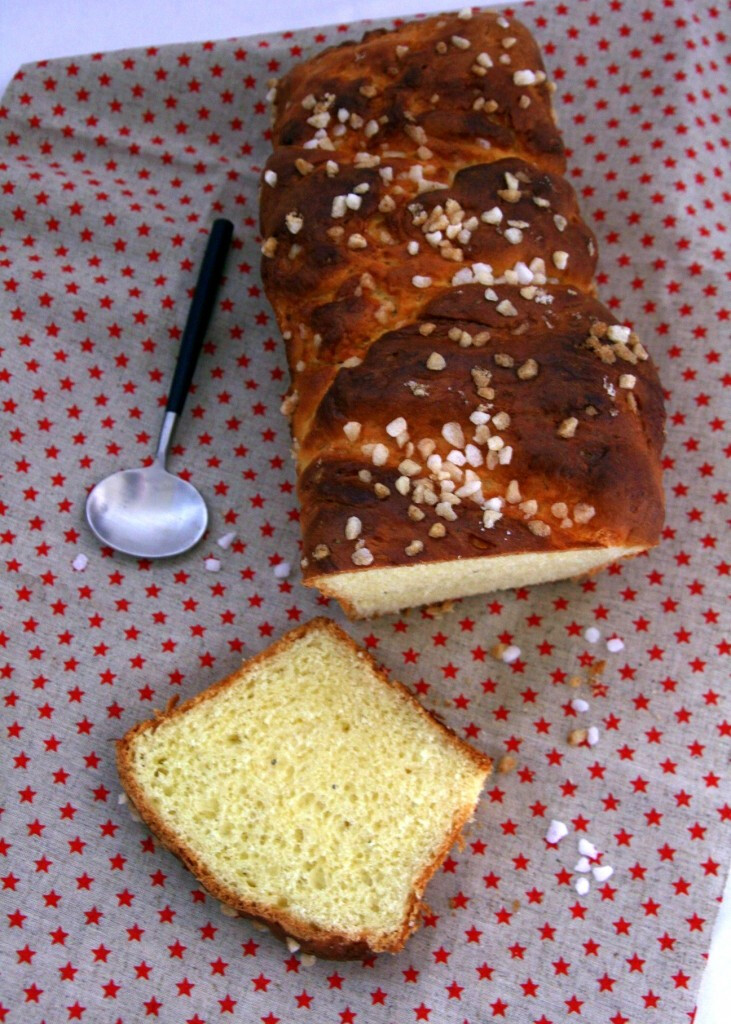 Brioche grains de sucre et cardamome