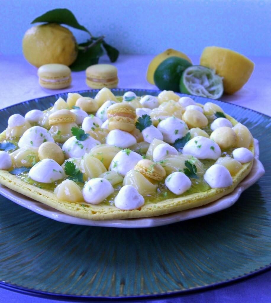 Grand macaron ouvert aux deux citrons, gelée à la coriandre, chantilly au yuzu