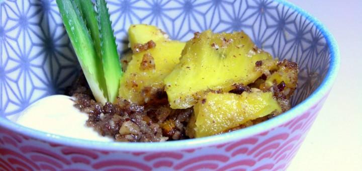 Ananas rôti aux noisettes, miel et vanille
