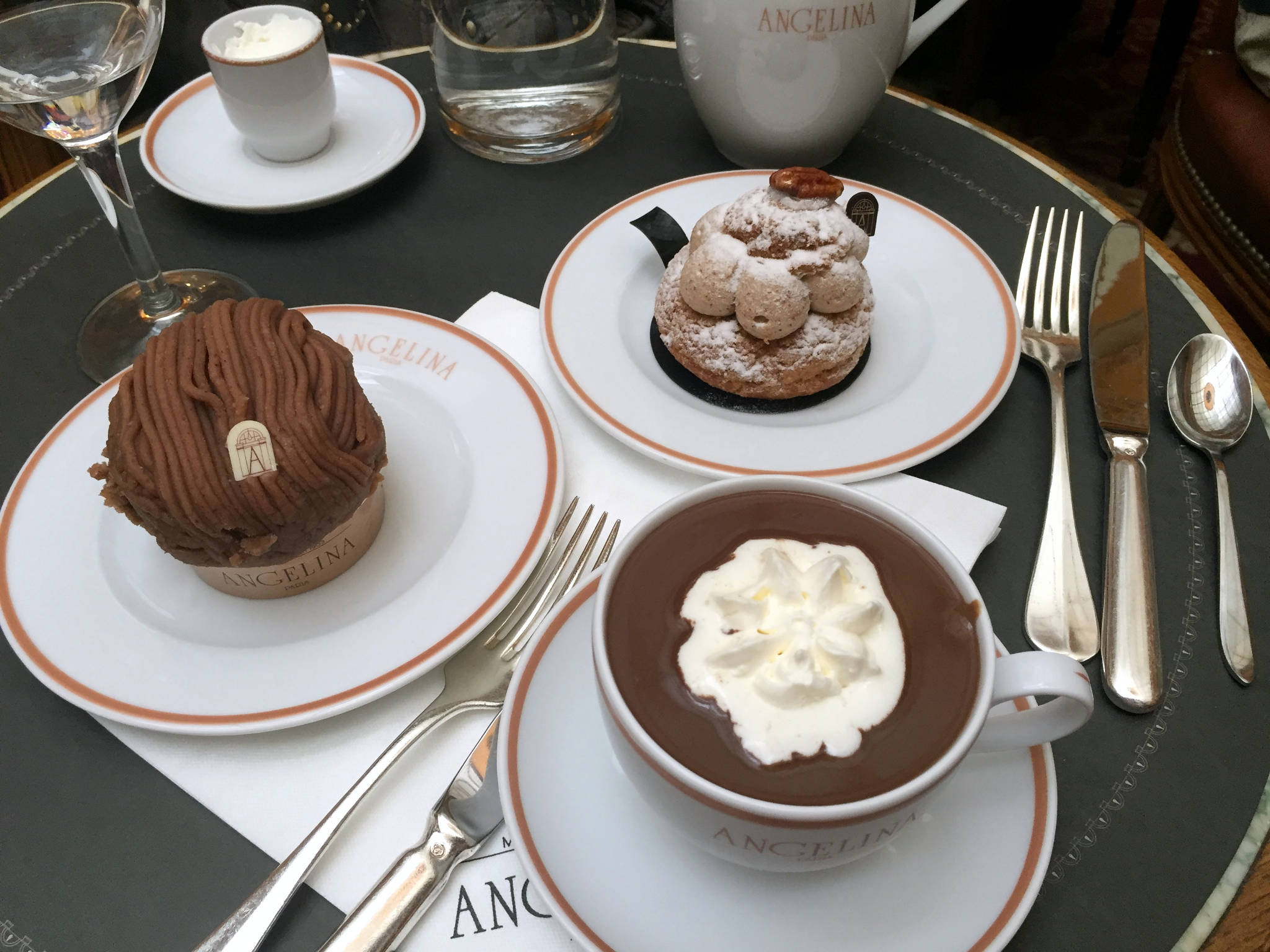 Tea time chez Angelina à Paris (75)