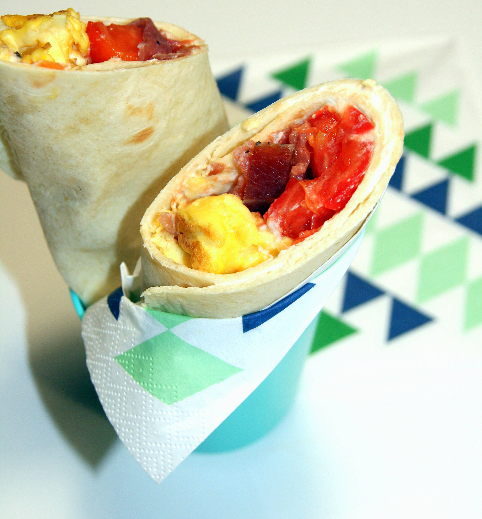Wrap omelette, bacon, tomate, sauce fromage frais
