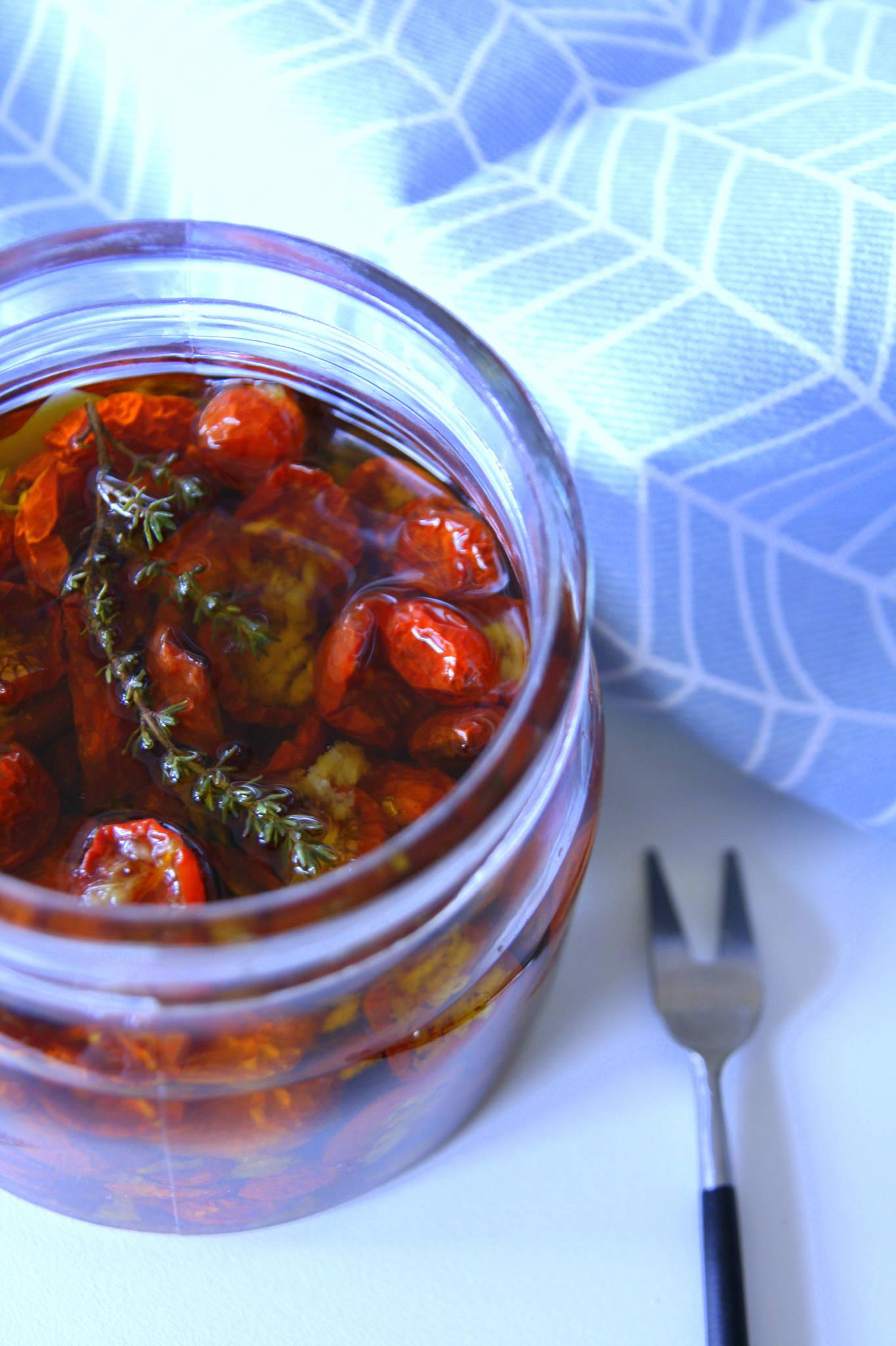 Tomates-cerises confites à l'ail et au thym