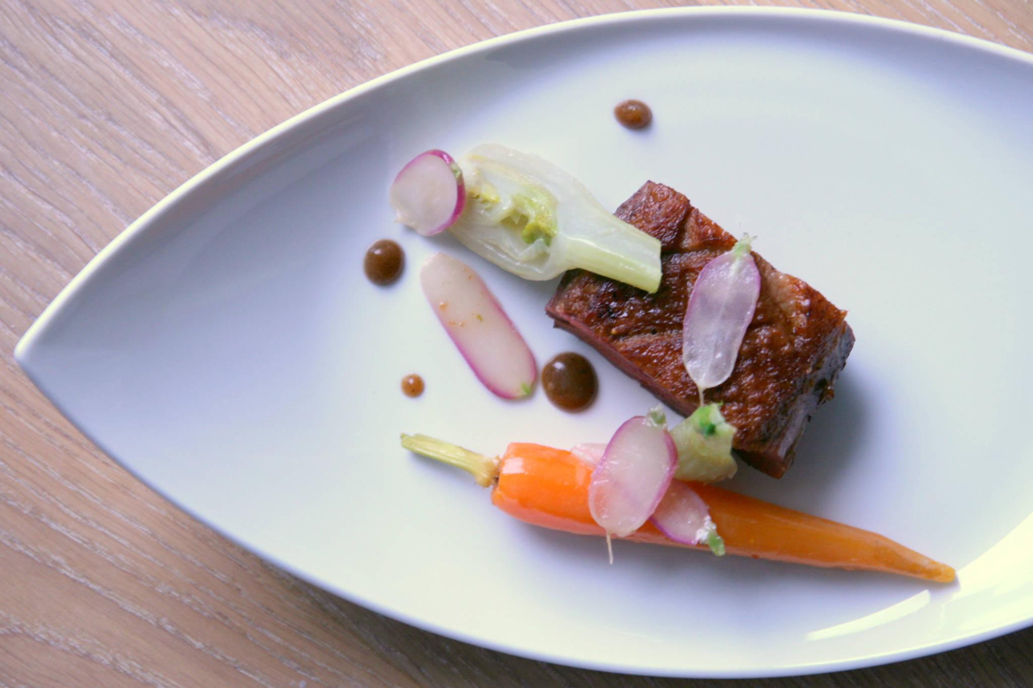 Un printemps bio dans le Sud-Ouest : canard, légumes glacés, jus brun au miel
