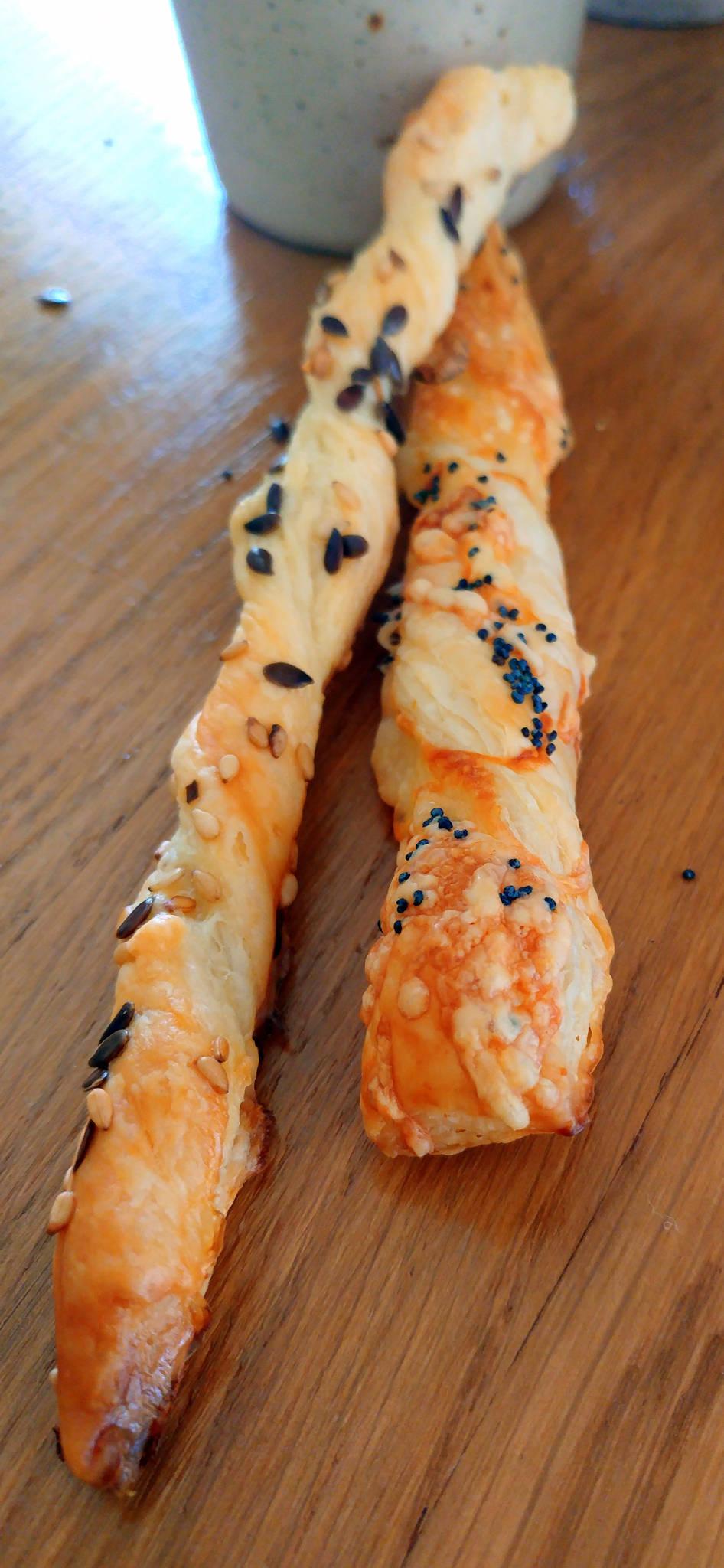 Feuilletés allumettes aux graines et feuilletés allumettes gruyère et pavot