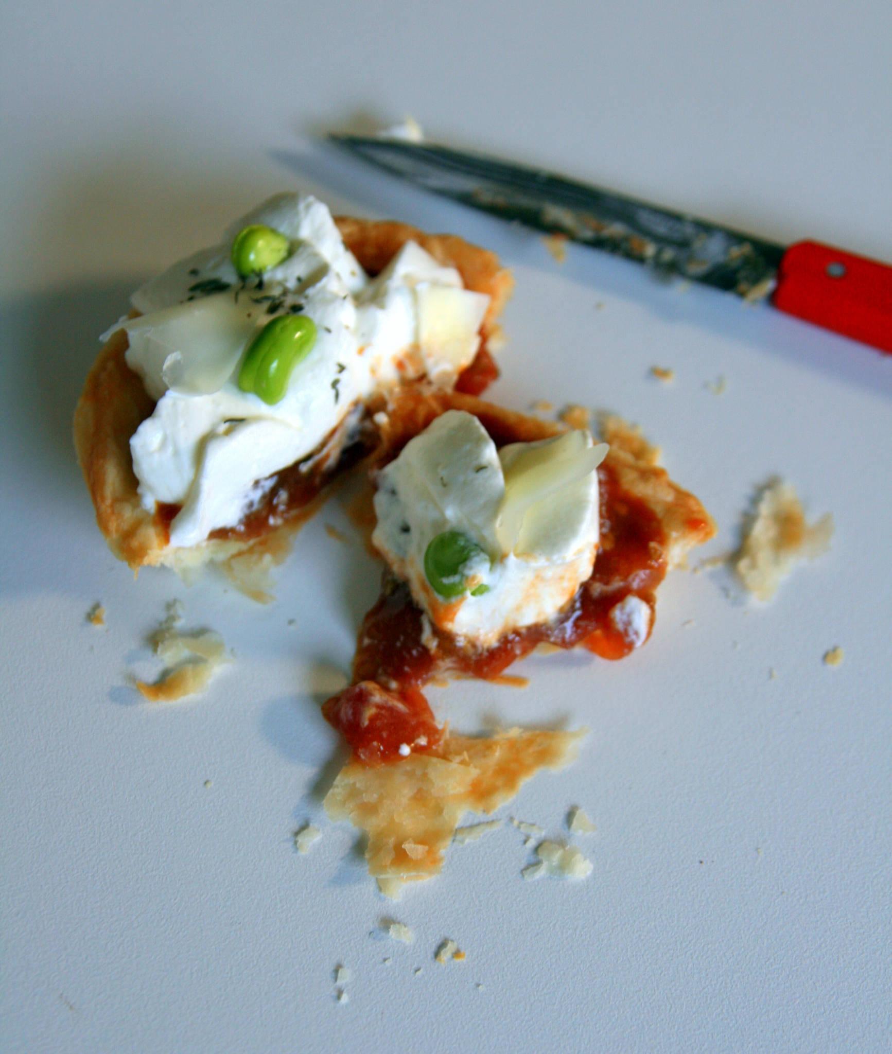 Tartelette brebis aux tomates-cerises confites et fèves