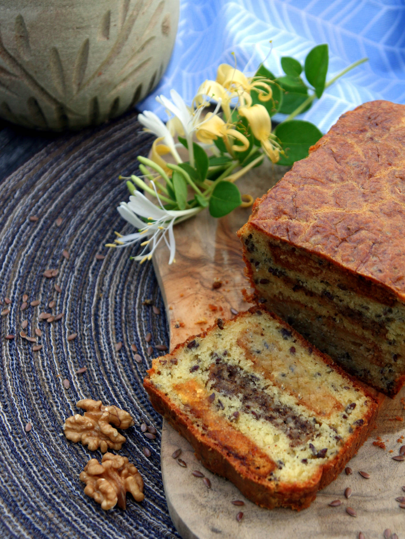 Cake au bleu de bresse aux noix et au miel graines de - Noix de muscade cuisine ...
