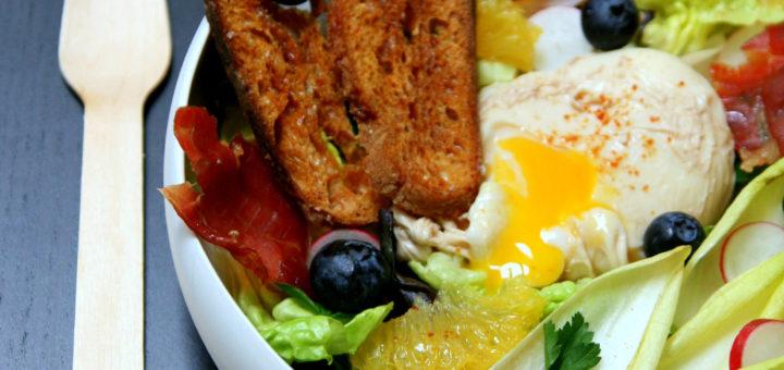 Œuf poché en bouillon et sa salade fraîcheur de fin d'hiver