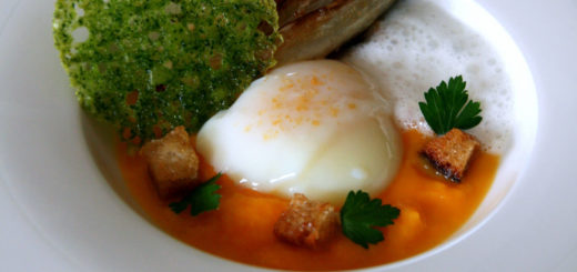 Œuf parfait sur lit de butternut, endive braisée, tuile de persil
