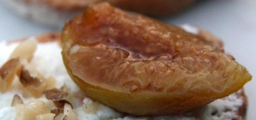 Toasts de brebis et figue rôtie au miel