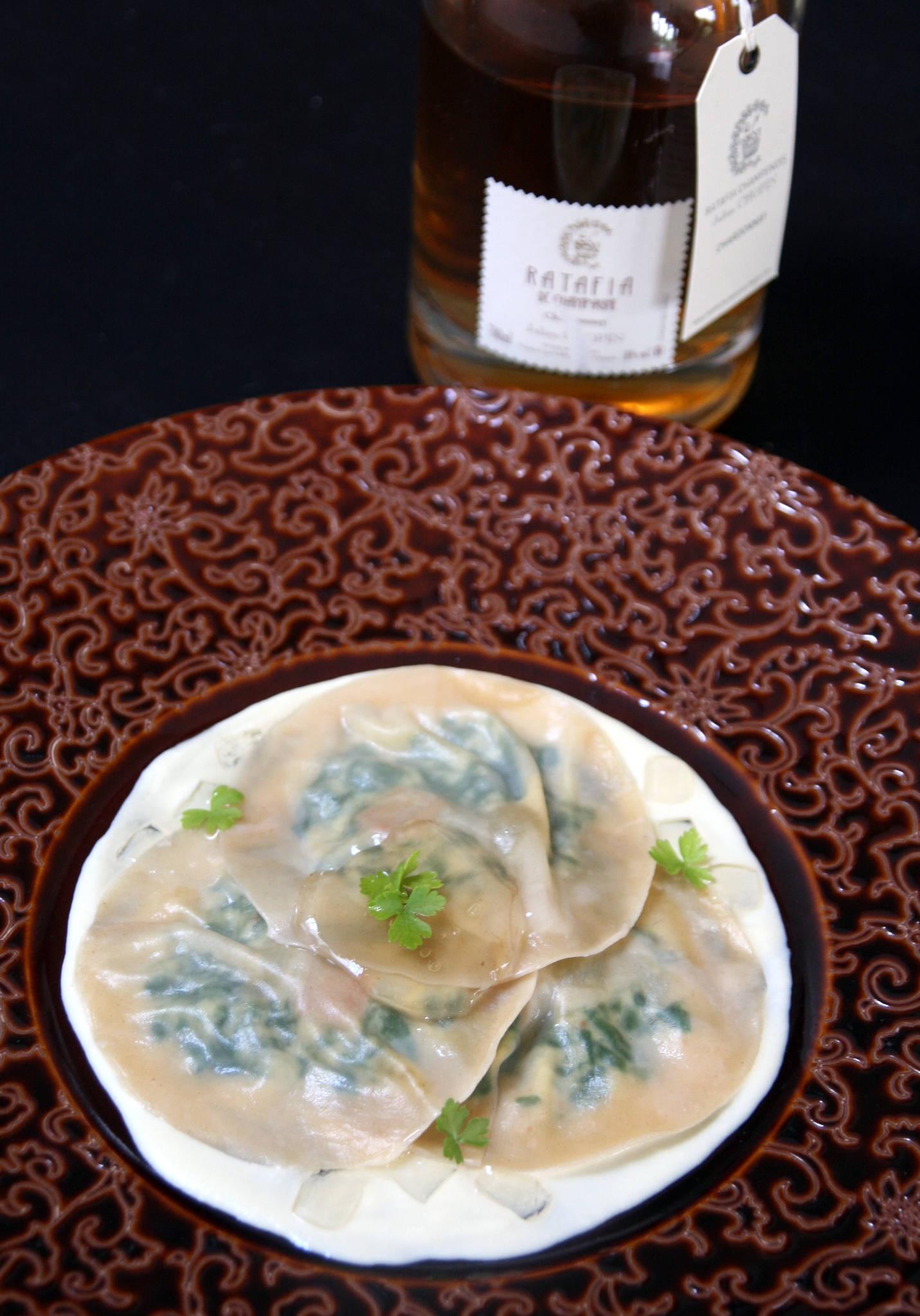 Ravioles épinard et brocciu, foie gras et raisin muscat, crème et gelée de ratafia Chardonnay Julien Chopin