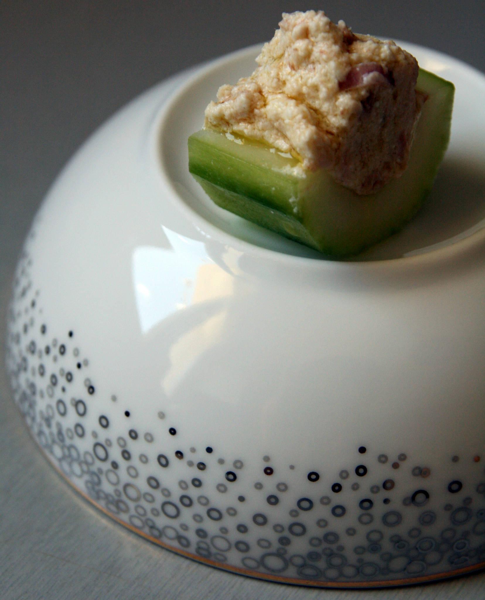 Barquettes de concombre au thon et à la ricotta