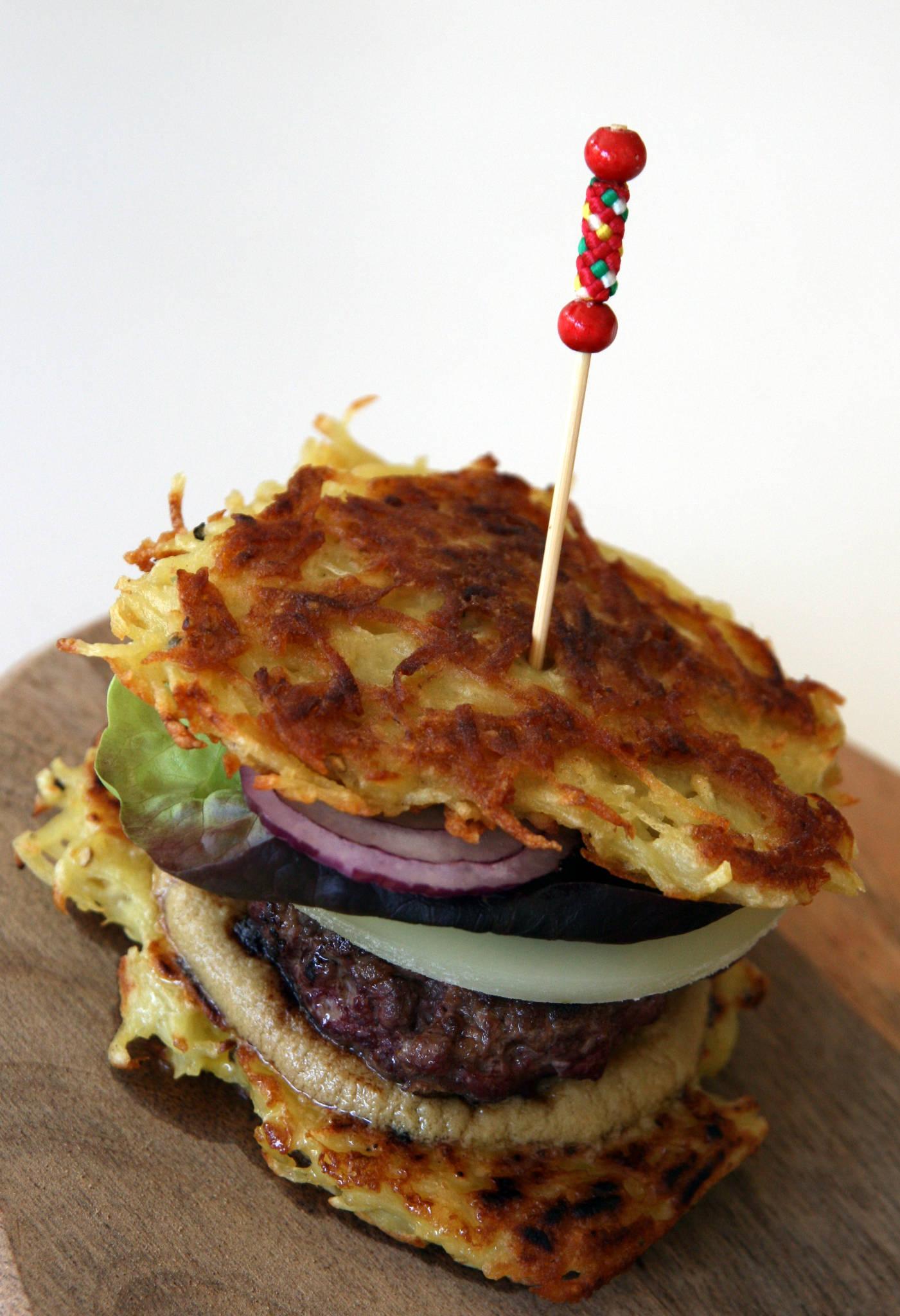 Comme un hamburger de canard, sauce foie gras et brebis d'Aramits