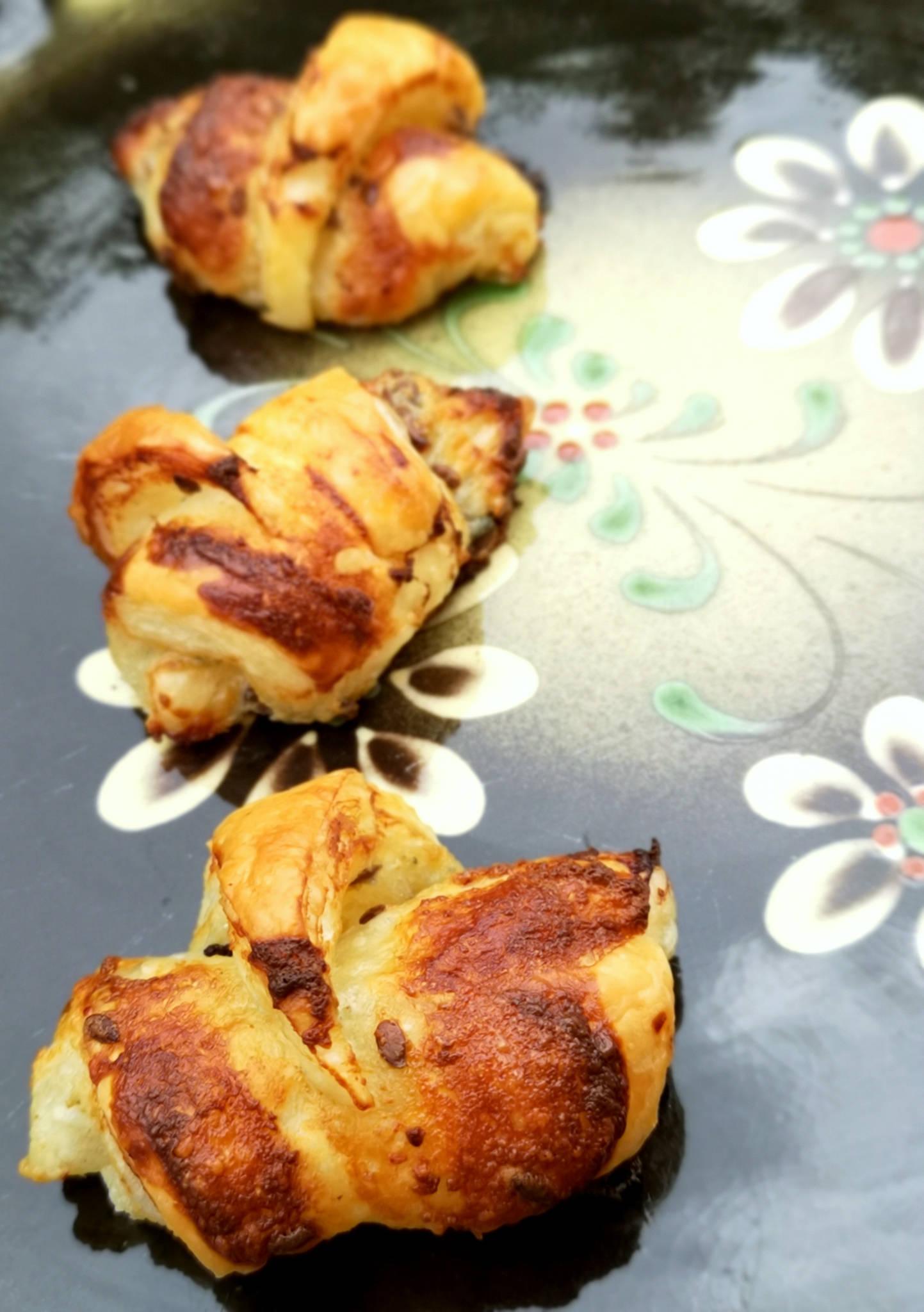 Mini-croissants au roquefort et graines de lin
